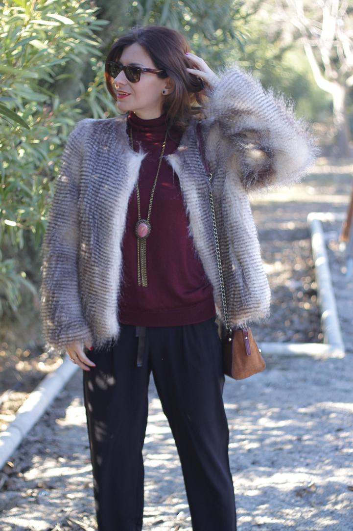Look abrigo de pelo y pantalones negros-76-stella
