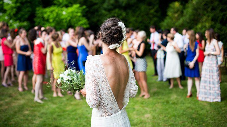 Looks de invitadas para bodas de invierno