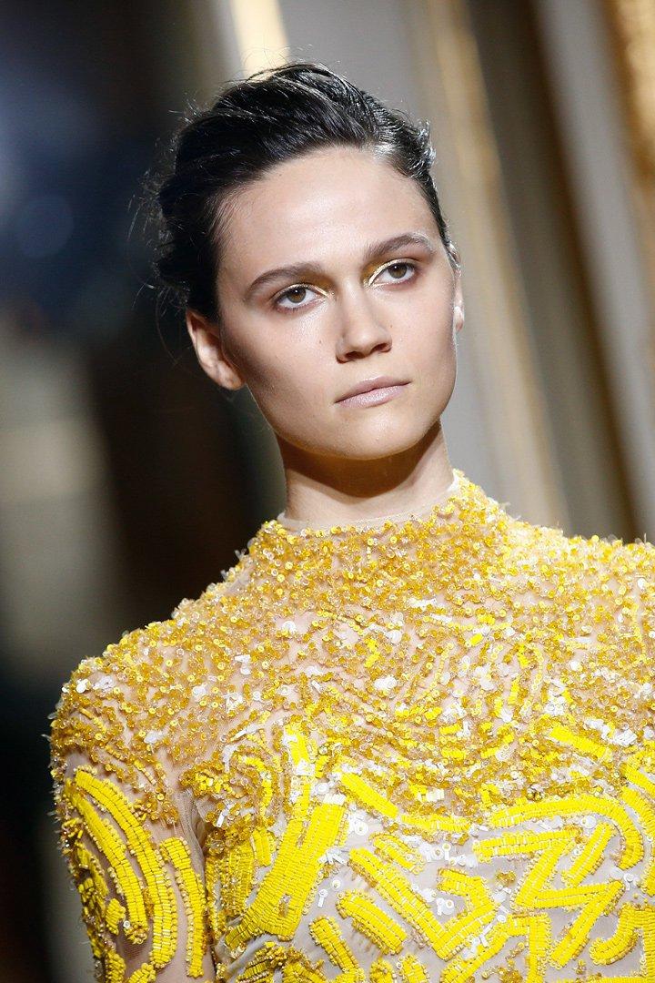 Detalles del vestido amarilllo de J.mendel