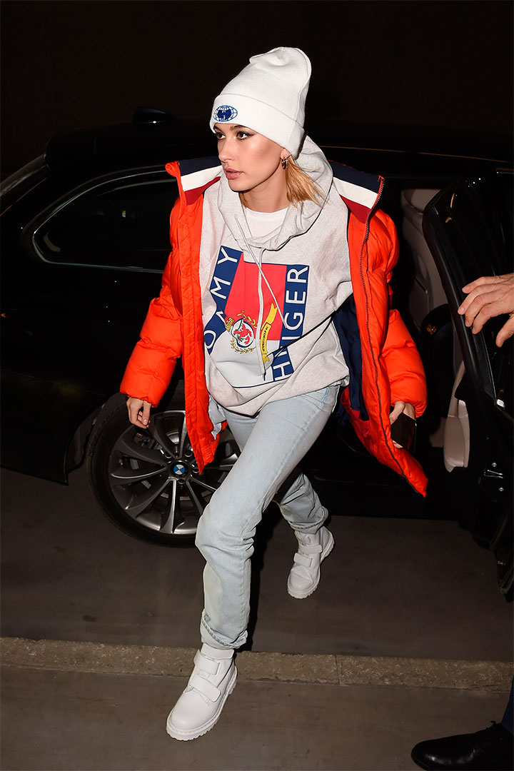 Hailey Baldwin con look sporty