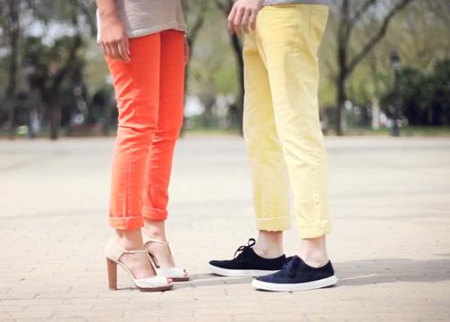 ¿Cómo lucir los jeans de colores?