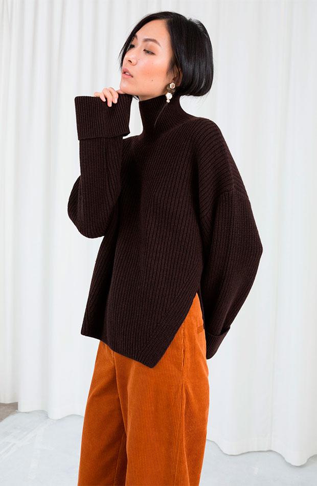 Jersey de cuello alto en color marrón chocolate