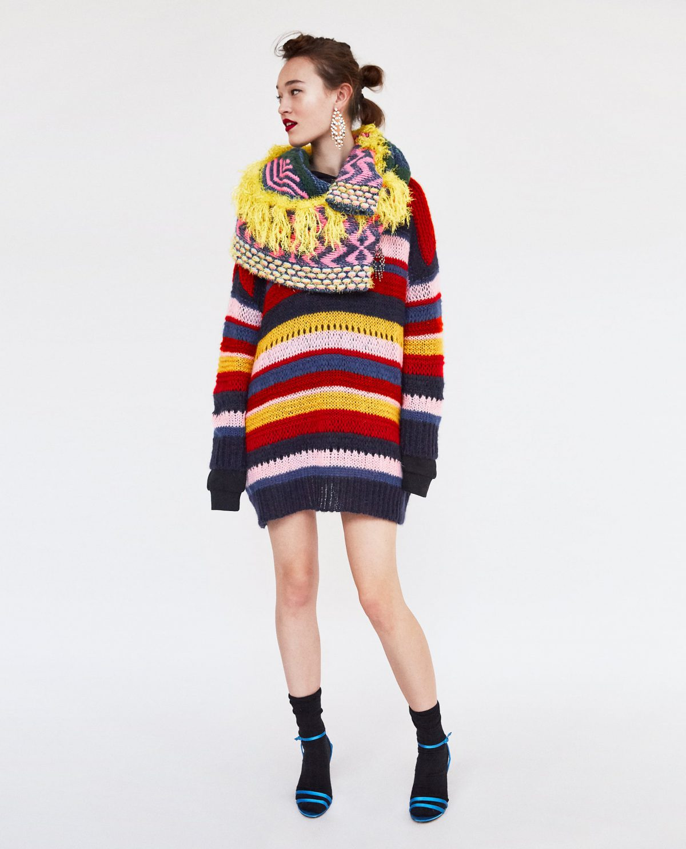 Cómo llevar los jerséis (muy) oversize sin caer en errores