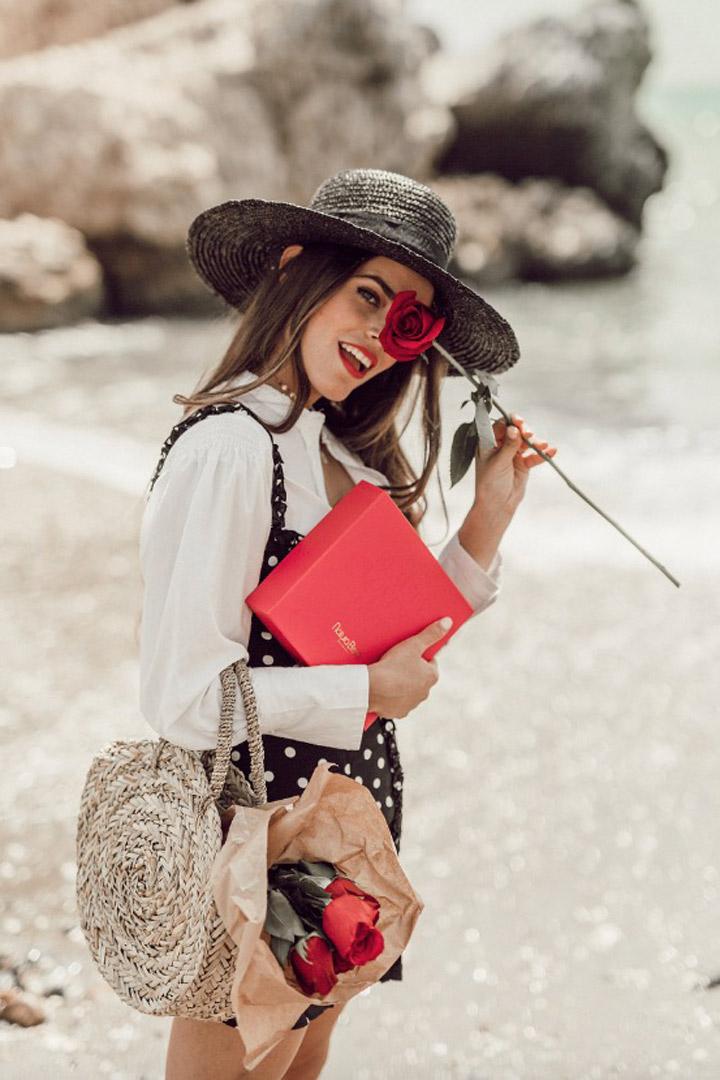 Jessie Kass nos inspira con su look con bolso de rafia: Ideas verano 2018