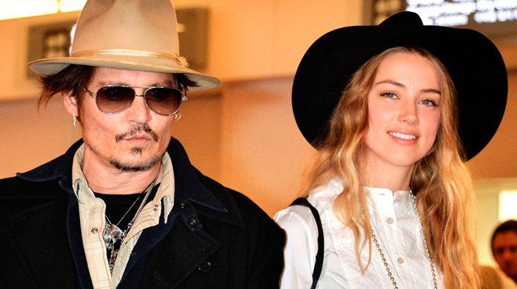 Johnny Depp y Amber Heard con sombreros en el aeropuerto