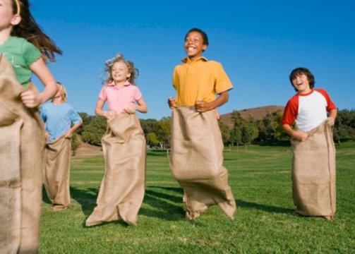 juegos para niños carrera de sacos