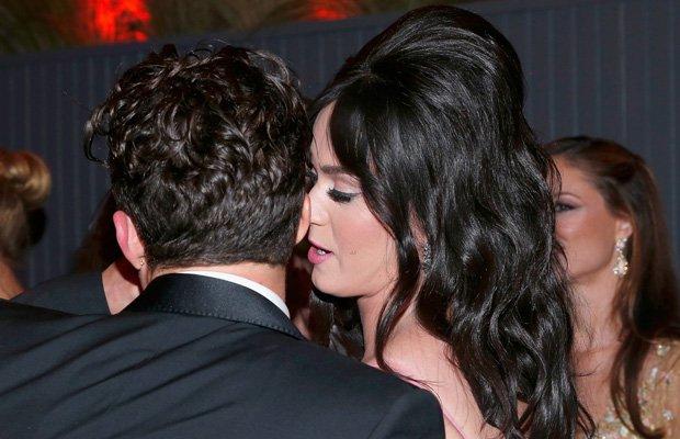 ¿Qué le susurrará Katy al oído a Orlando?