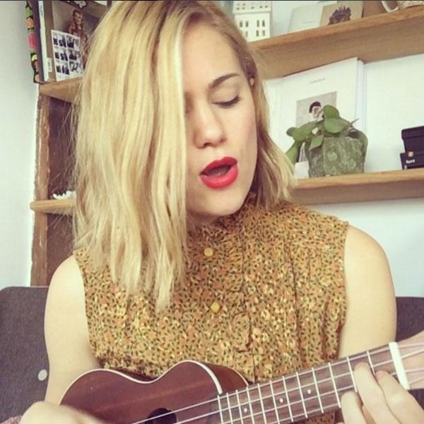 Kimberley no solo es actriz sino que además canta de maravilla y toca el ukelele...¿Se puede ser más perfecta?