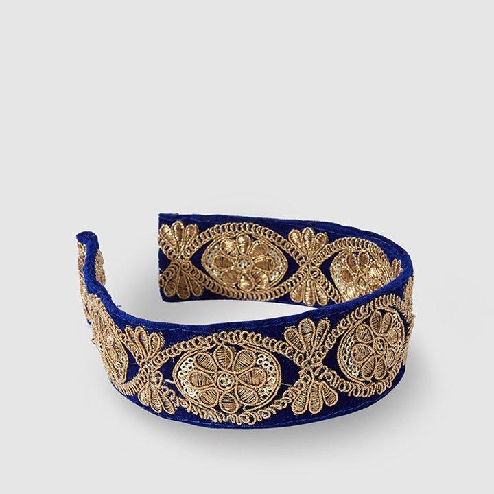 Diadema de terciopelo azul con bordado de La Sombrerera: complementos look fiesta