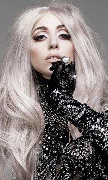 Lady Gaga canta a Versace