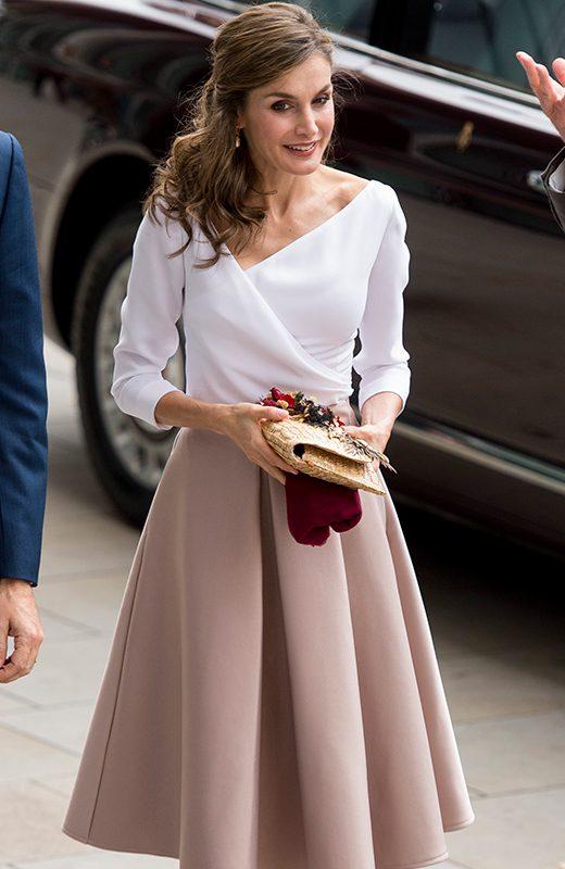 La Reina Letizia con bolso de Suma Cruz