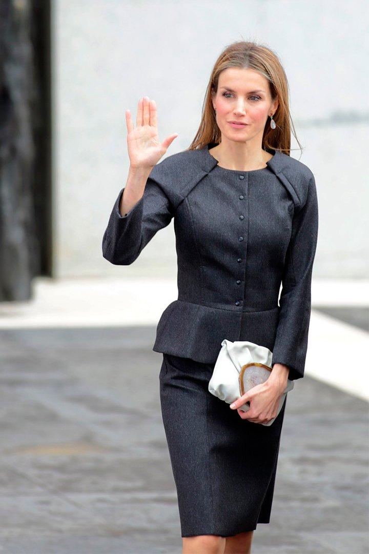 La Reina Letizia con cartera de malababa