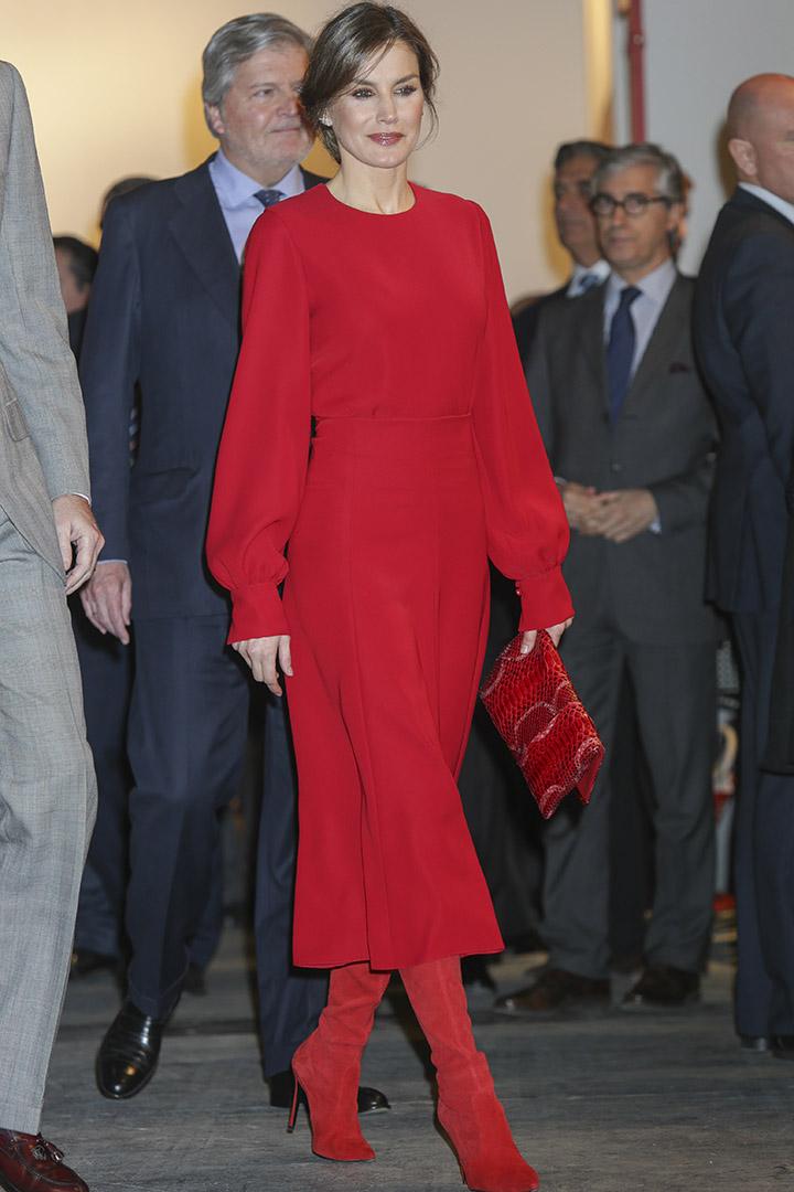La Reina Letizia en ARCO con botas de Magrit