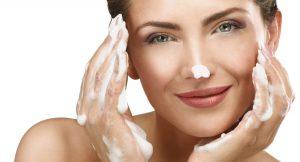 Los limpiadores faciales que encajarán contigo