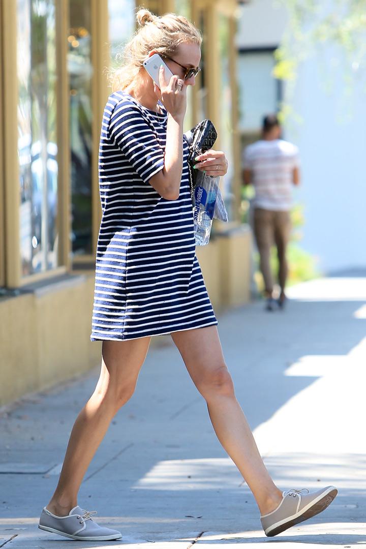 Diane Kruger con vestido navy. Looks que no pasan de moda