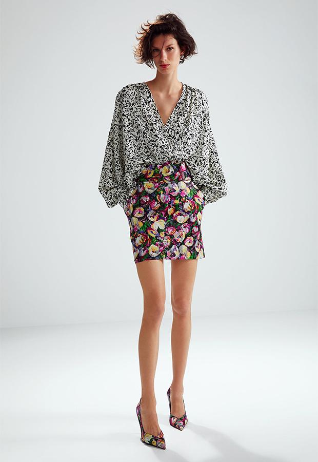 Look de invitada de Zara con falda y camisa