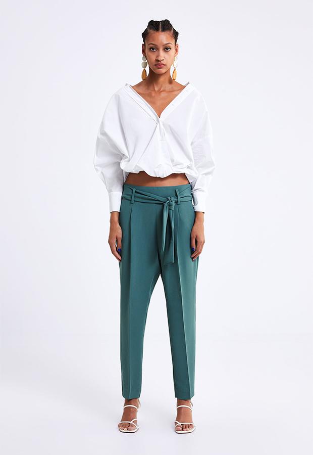 Look de invitada de Zara con pantalón de pinzas