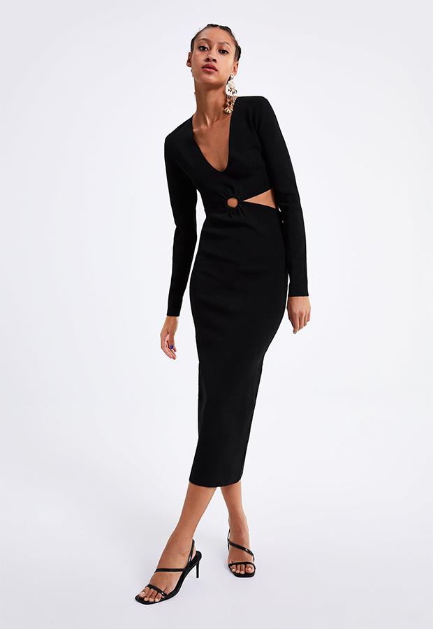 Look de invitada de Zara con vestido negro con aberturas