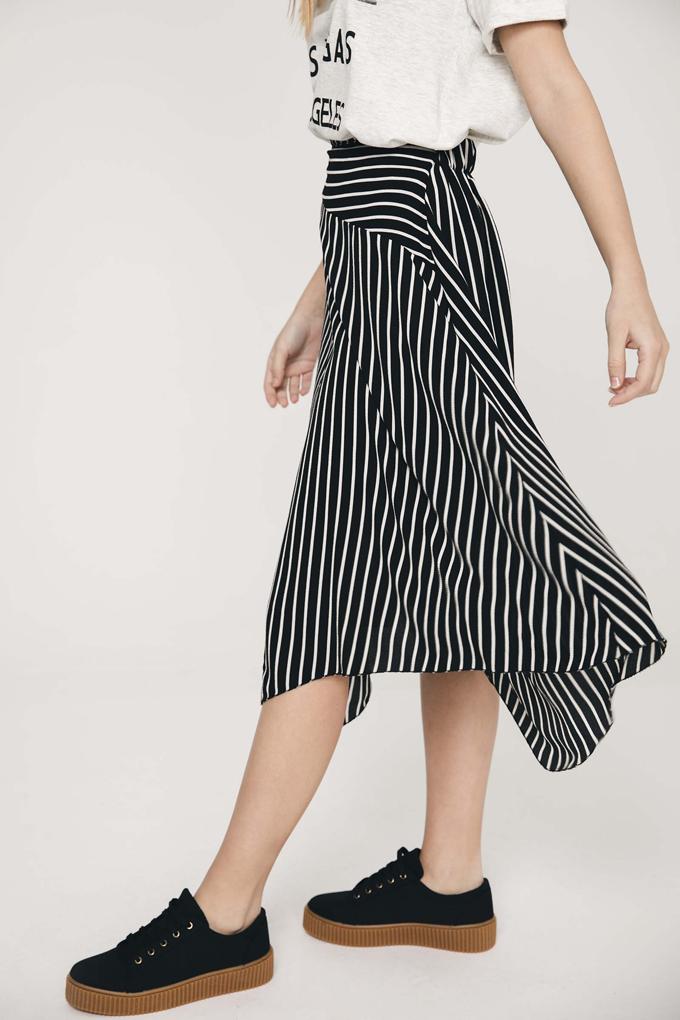 Falda asimétrica con estampado de rayas