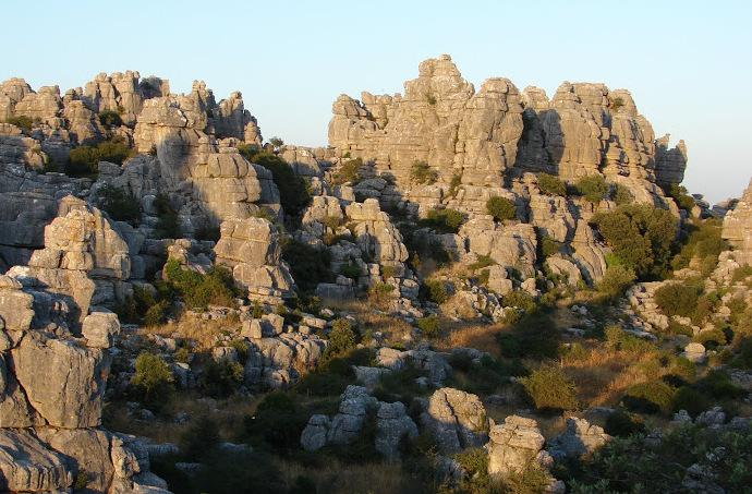 Senderismo con niños: un mar de rocas en Málaga-1525-joanasaldon