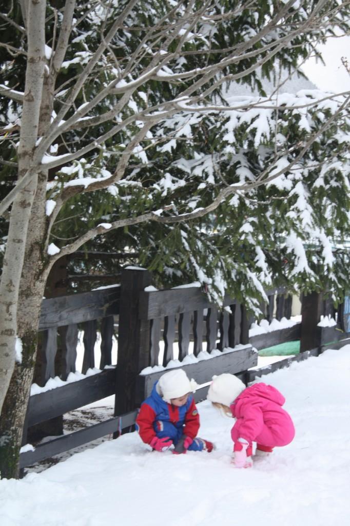 Juegos con niños en la nieve-2003-joanasaldon