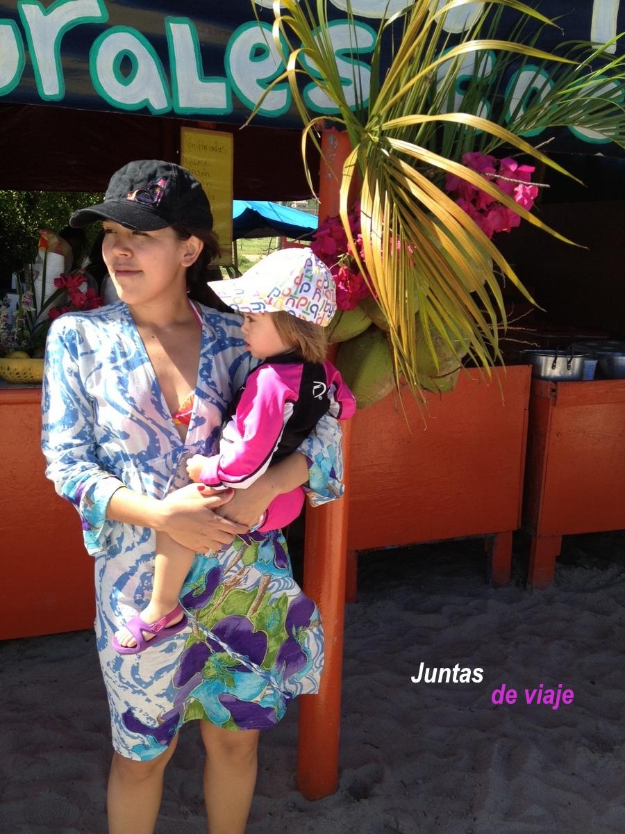 En Isla Margarita, con la niña-2074-joanasaldon
