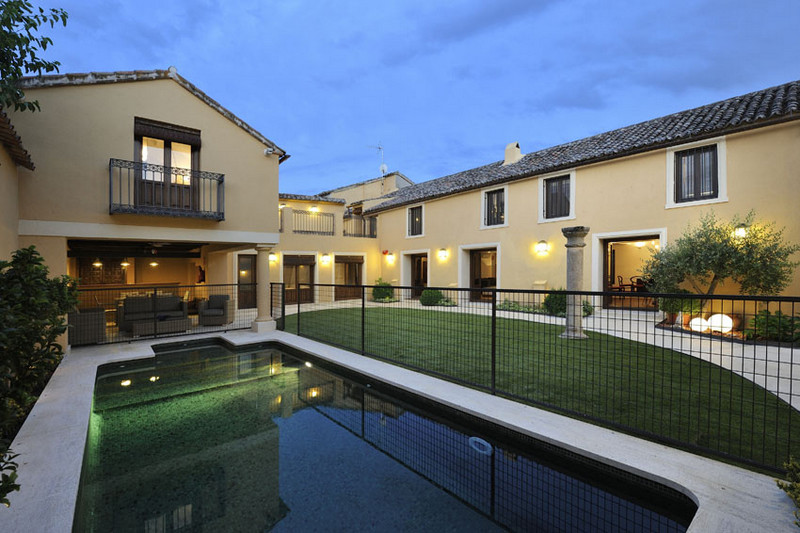 Casas rurales para familias villa cornelius comunidad de for Hotel rural lujo madrid