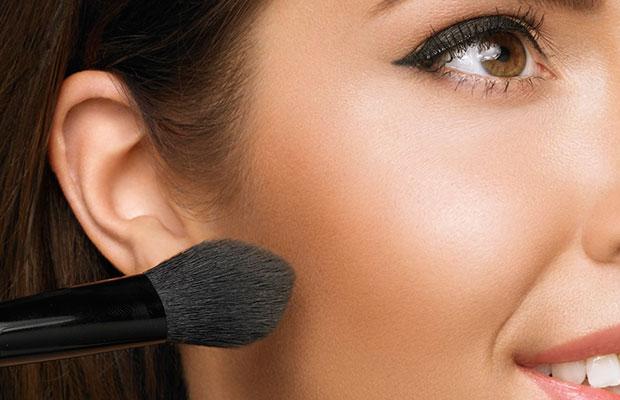 Maquillaje ligero: polvos de sol