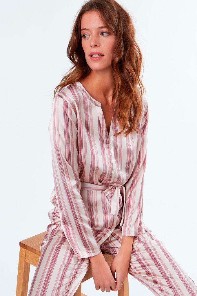 Pijama con estampado de rayas