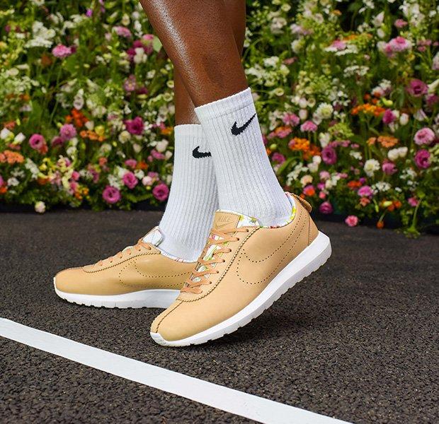 Modelo de zapatillas cortez de Nike