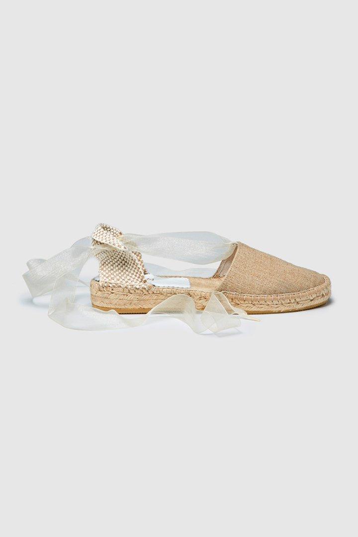 418f593c1 Alpargatas de niña Tizzas de color beige con cinta de organza