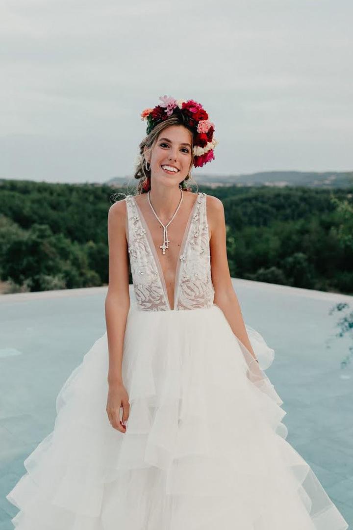 Sonar con vestido de novia marron