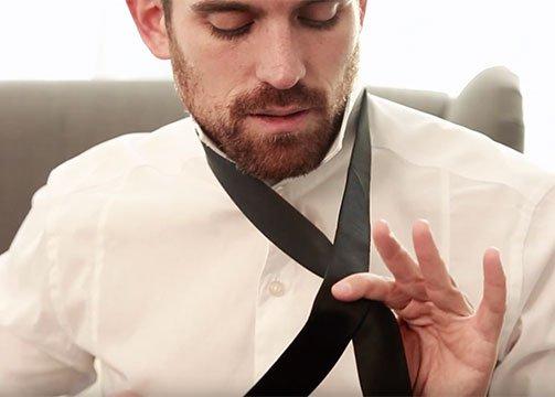 CA?mo hacer un nudo de corbata
