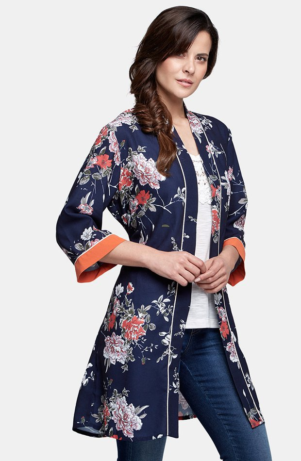 Kimono azul marino de flores de Only: chaqueta temporada 2019