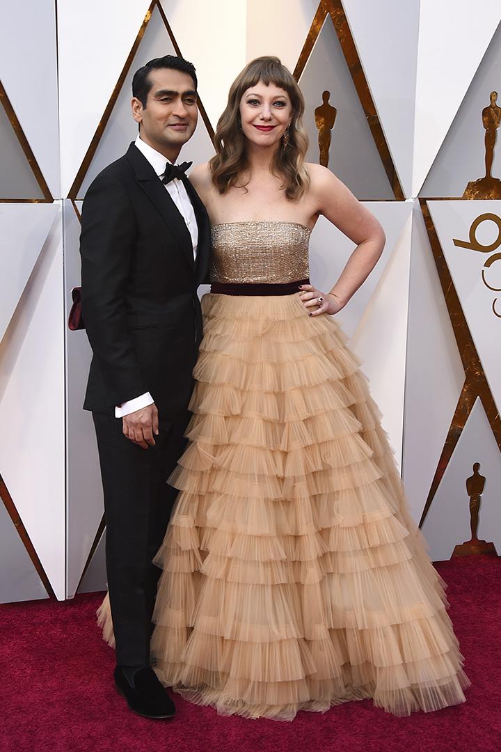 Kumail Nanjiani y Emily V. Gordon en los Premios Oscar 2018