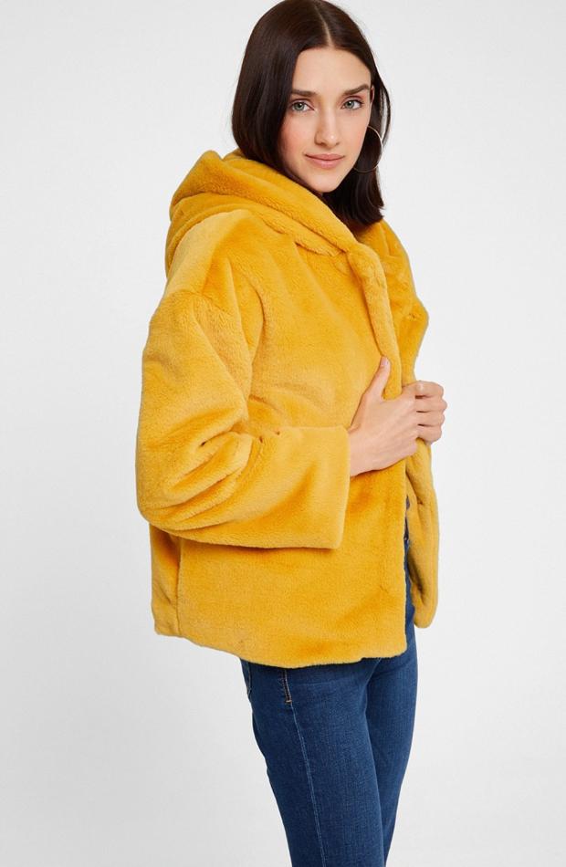 Chaqueta de efecto pelo con capucha de Oxxo: chaqueta temporada 2019