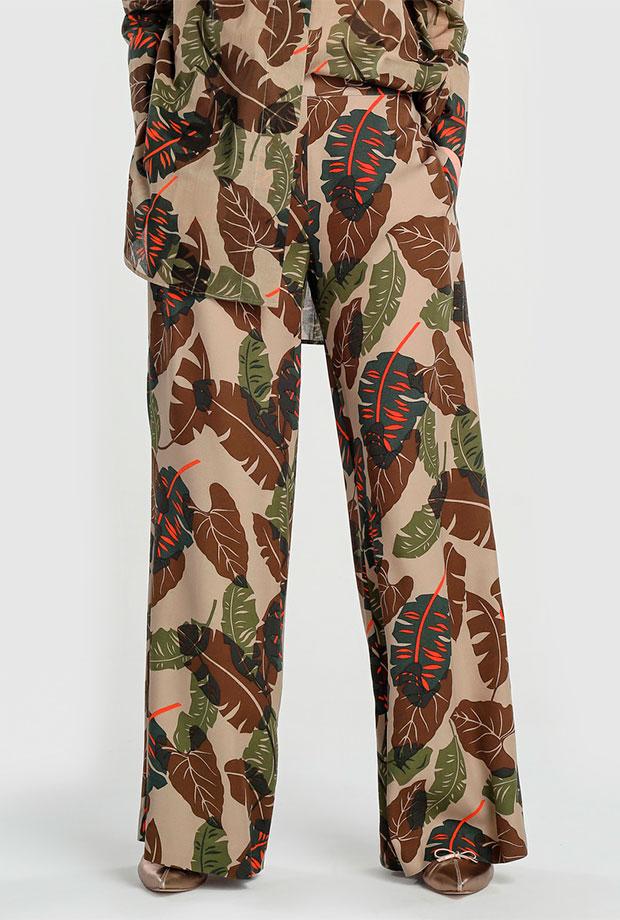 Pantalones para invitadas de boda con estampado de hojas