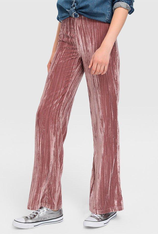 Pantalones para invitadas de boda en terciopelo rosa