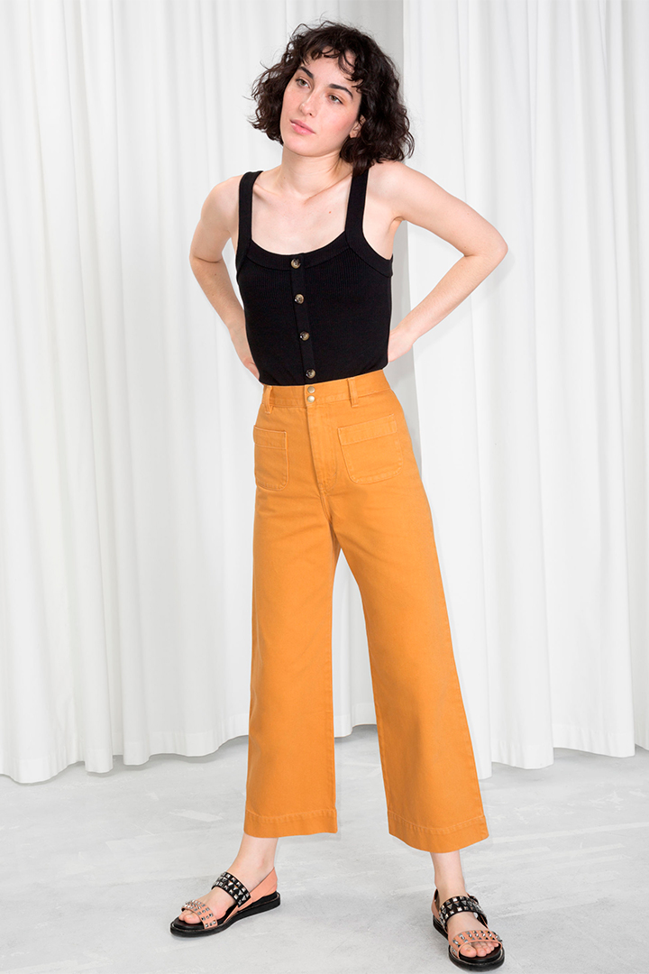 Pantalones mostaza de And Other Stories verano 2018