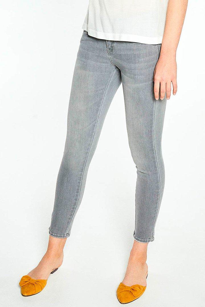 Pantalones vaqueros en color gris de El Corte Inglés