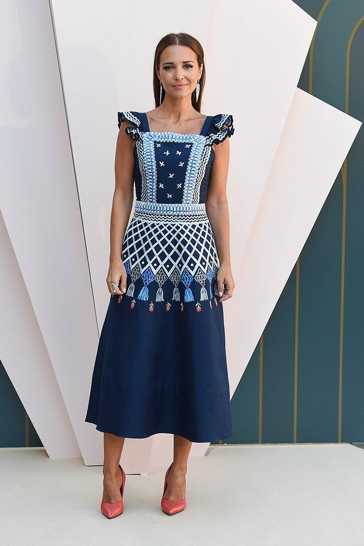 Como combinar vestido azul marino con flores