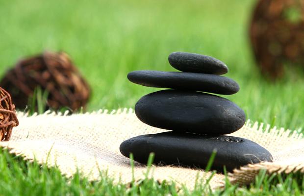 Tratamientos con piedras, una de las opciones que encontrarás en estas webs