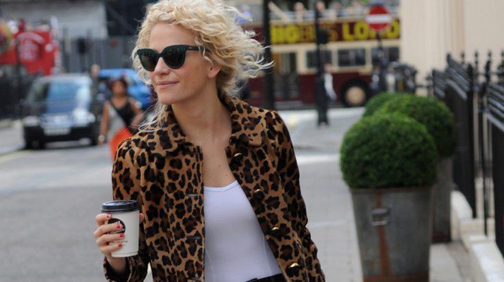 Pixie Lott cazadora leopardo