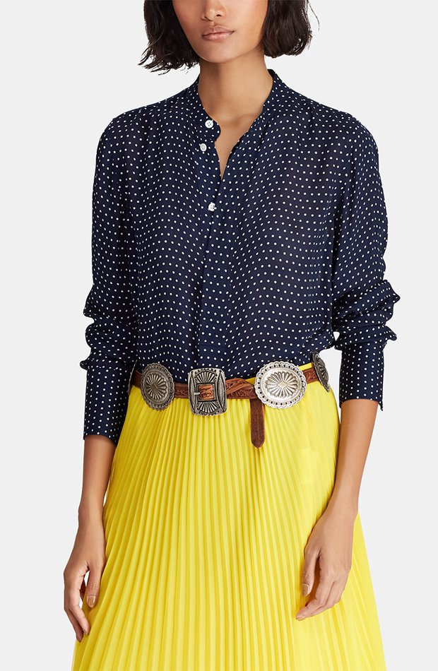 Blusa con botonera oculta y topos de Polo Ralph Lauren: blusas día y noche