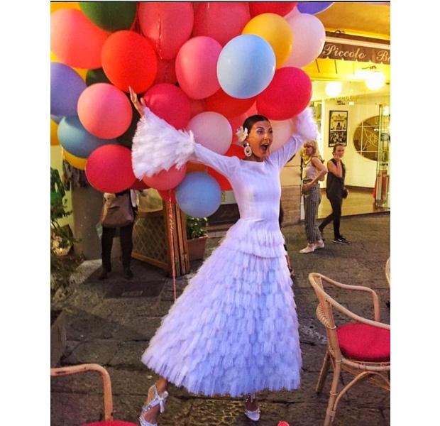 Giovanna Battaglia en su preboda con globos