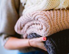 16 prendas que no te pueden faltar en el armario