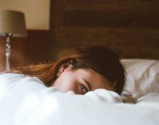 Los mejores productos para cuidar tu piel mientras duermes