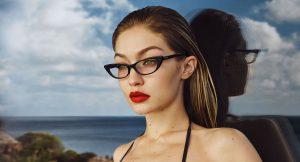 Todo lo que necesitas para un maquillaje con gafas de 10