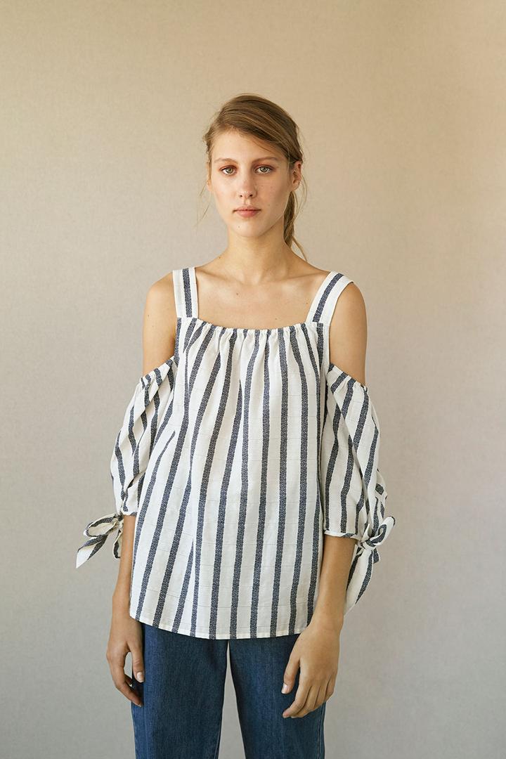 f2bd3ebb8c96 Cut-out rayas: blusas para verano 2018