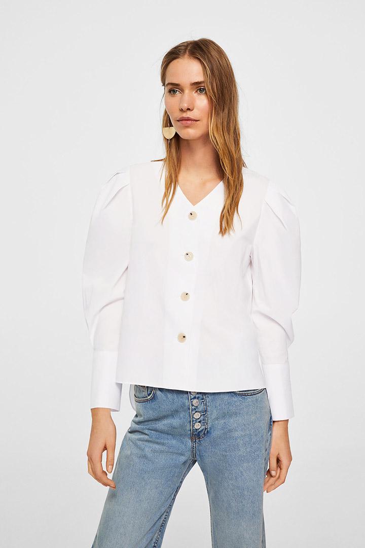 Camisa blanca de las rebajas de verano de Mango